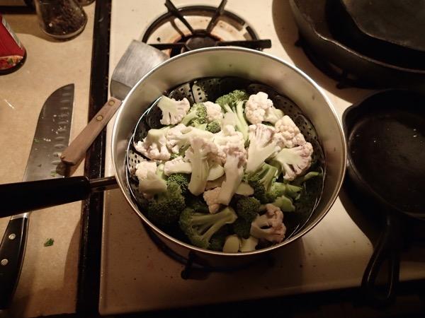 Steamed Cauliflower in Basket