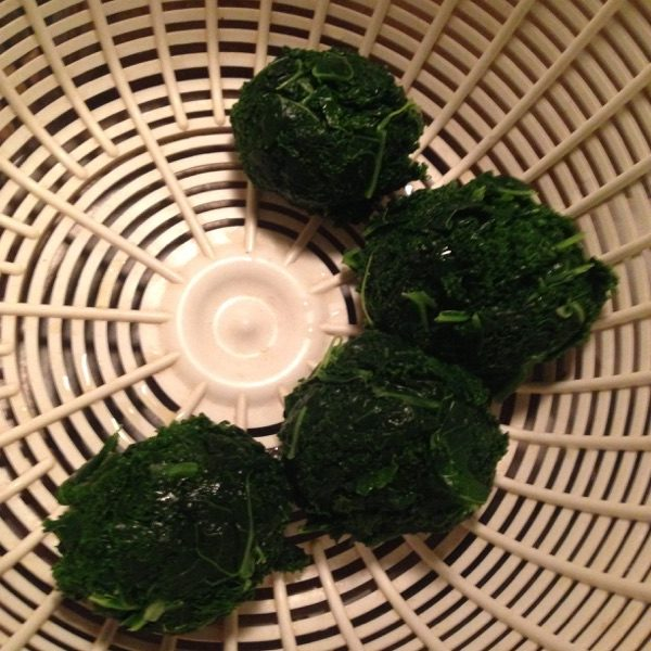 blanched-kale-collecting-draining-the-servings